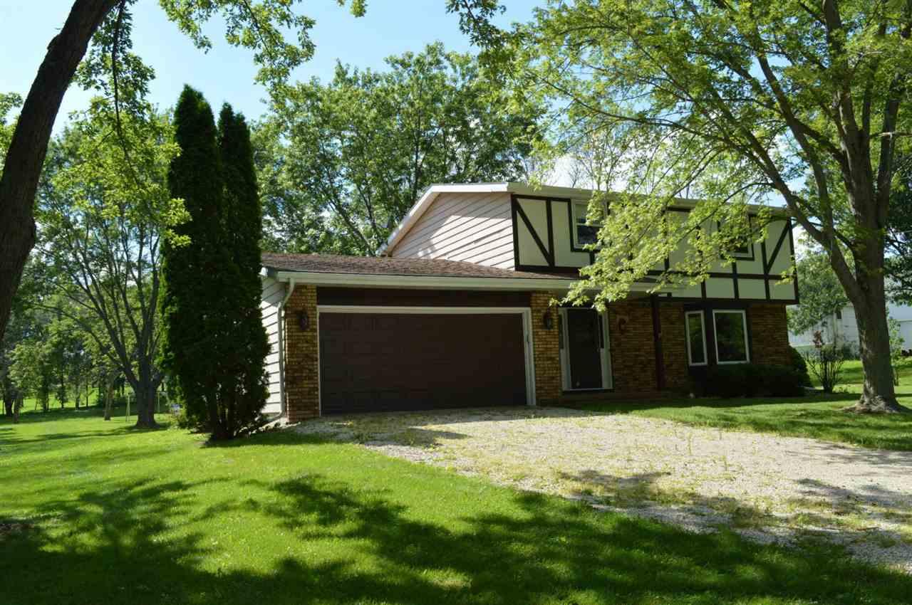 N7533 Engel Rd, Whitewater, WI 53190