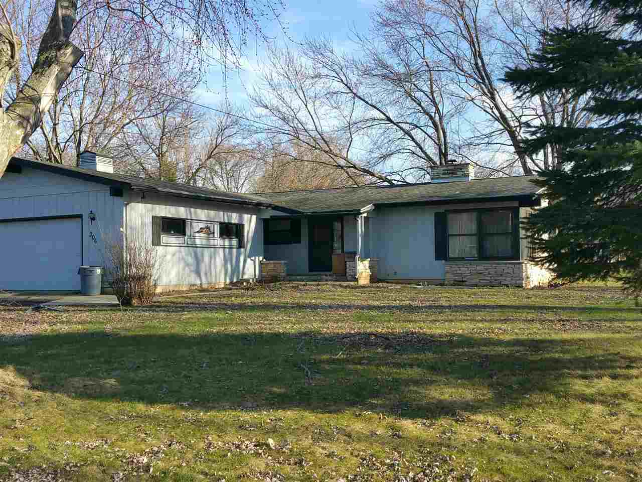306 Court St, Stockbridge, WI 53088