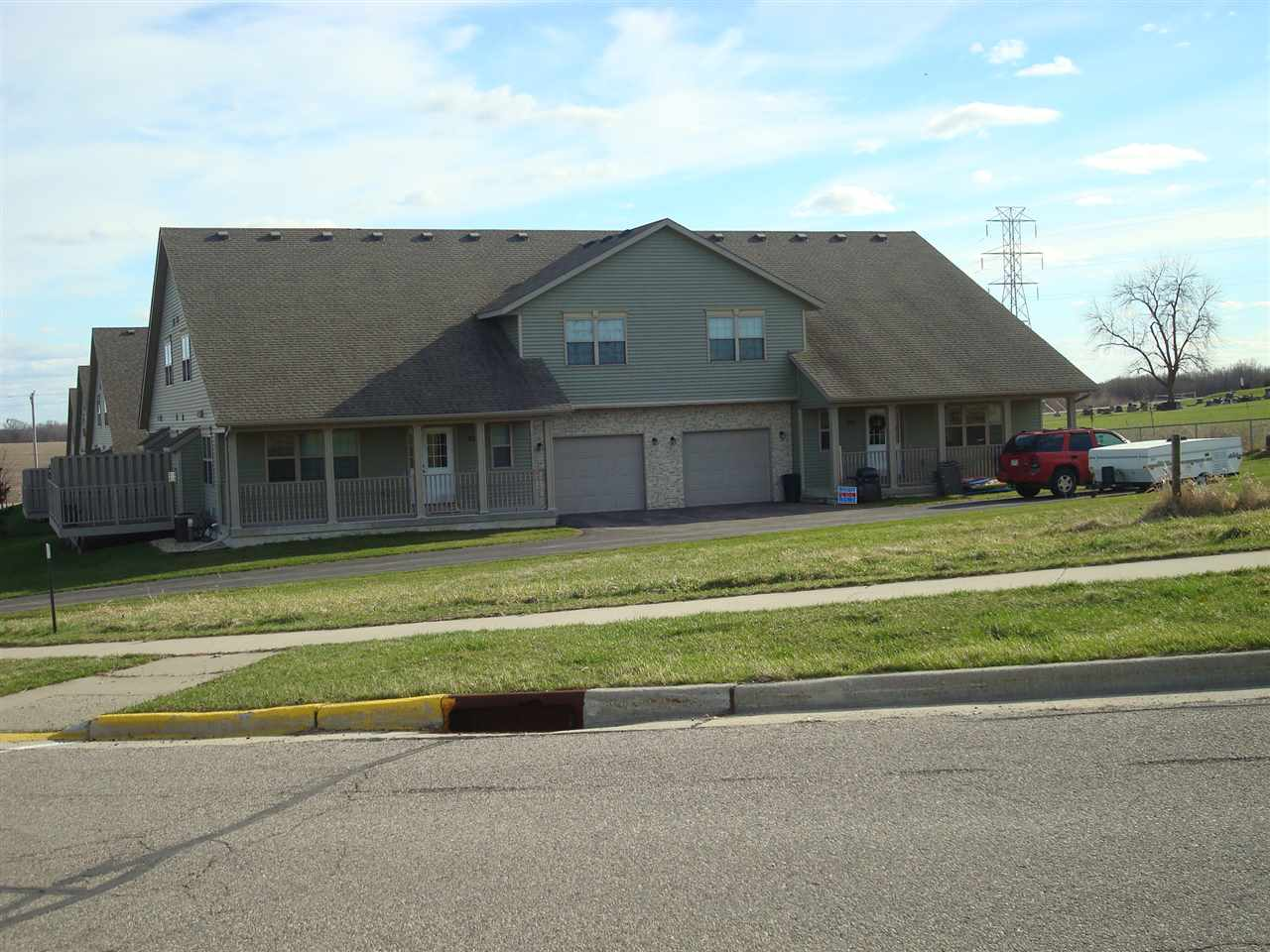 208-214 Hometown Ave, Fall River, WI 53932