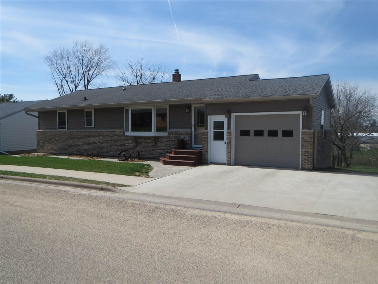 225 2nd St, Dickeyville, WI 53808