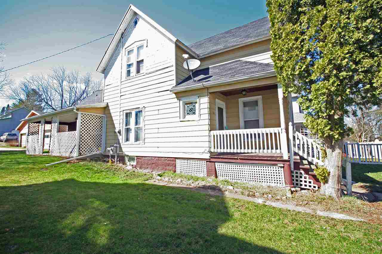 106 Plymouth St, Elroy, WI 53929