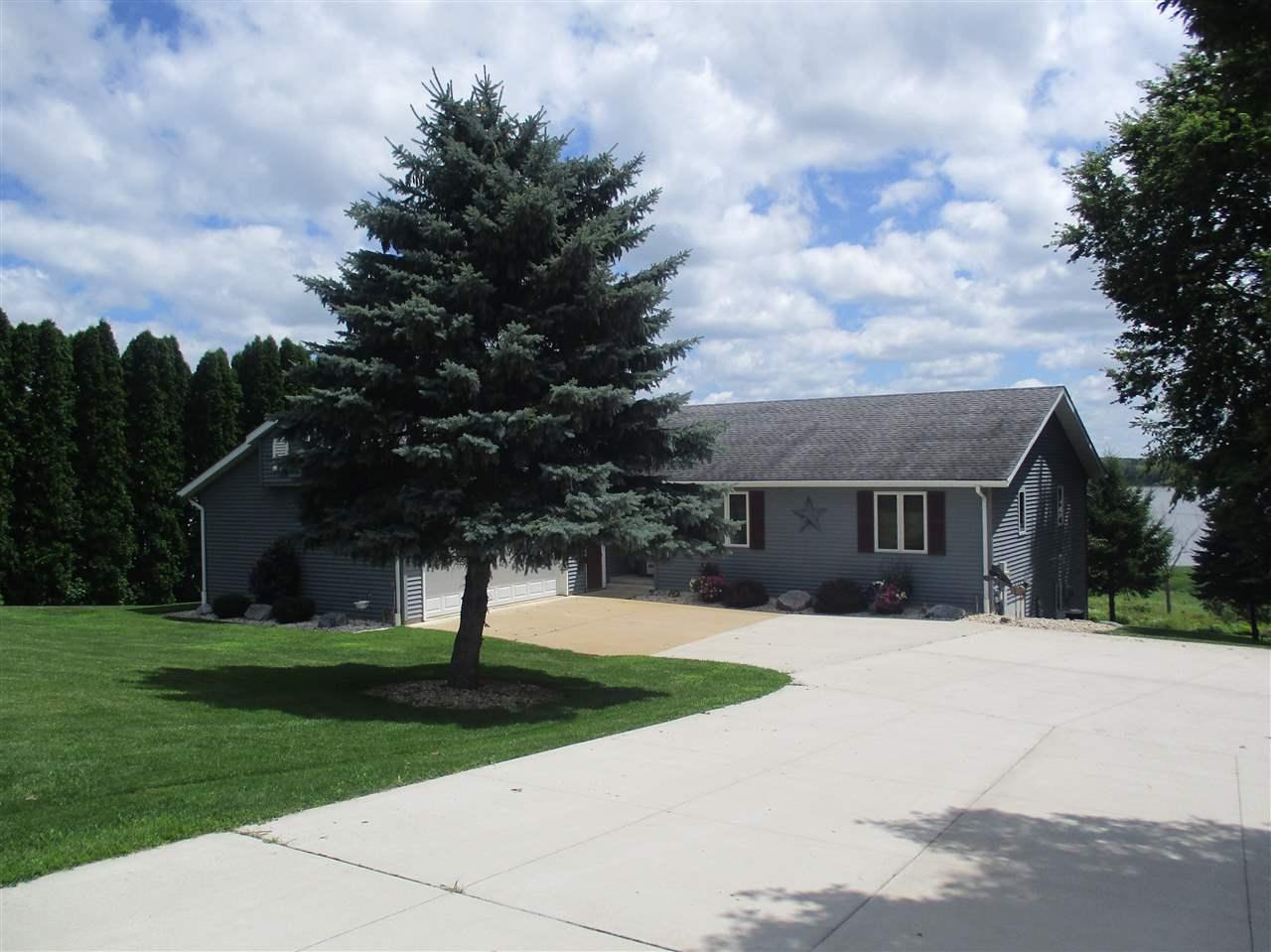 N824 Lake View Dr, Reeseville, WI 53579