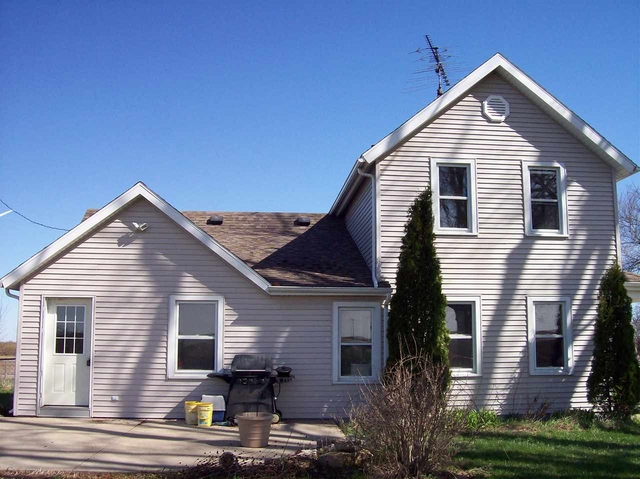 N7981 County Road H, Cambria, WI 53923