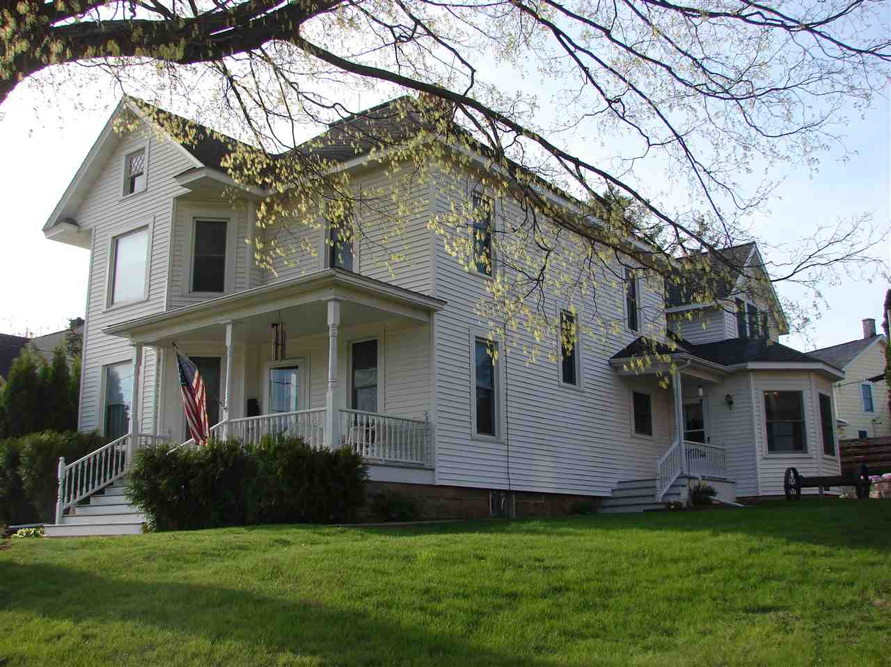 419 Doty St, Mineral Point, WI 53565
