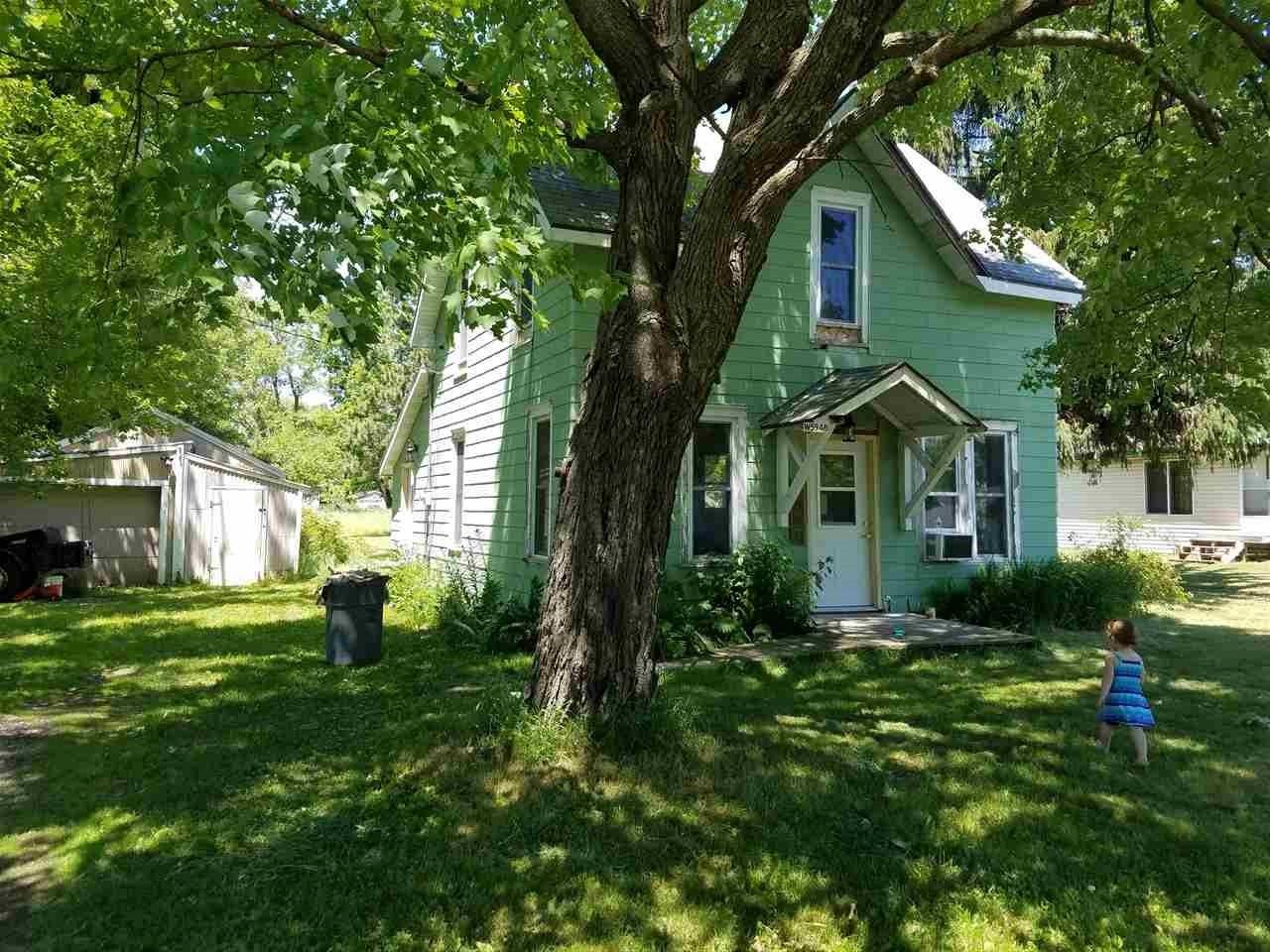 W5948 Walnut St, Packwaukee, WI 53953