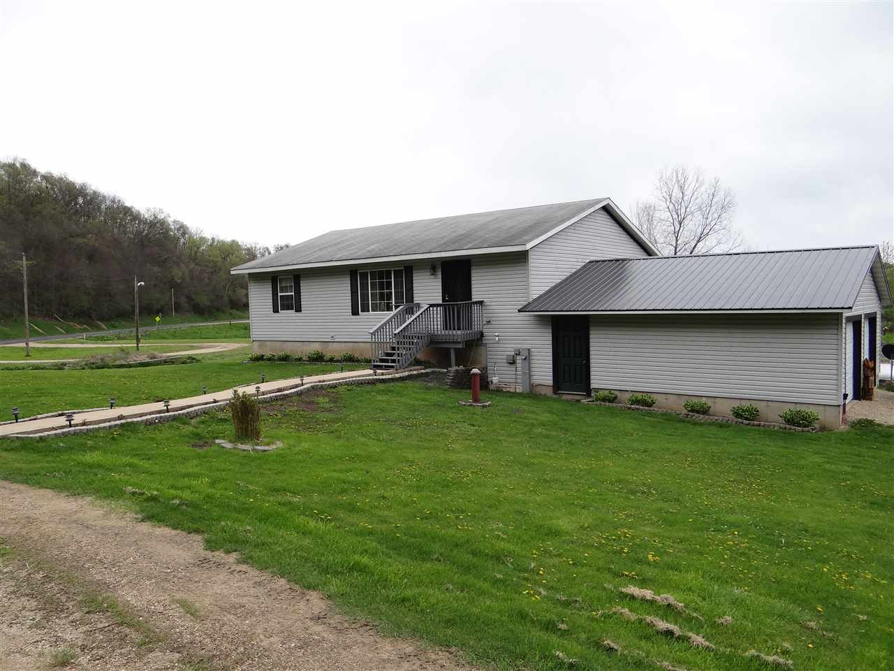 9995 COUNTY ROAD A, Bloomington, WI 53804