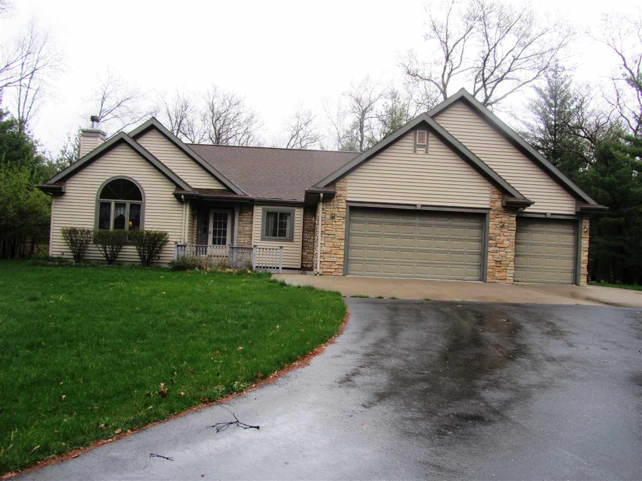 2440 9th Dr, Easton, WI 53910