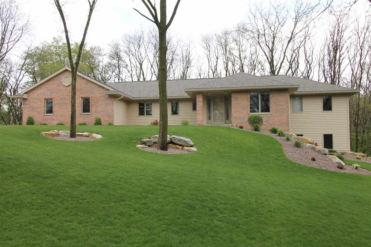 4944 N Orchard View Dr, Janesville, WI 53545
