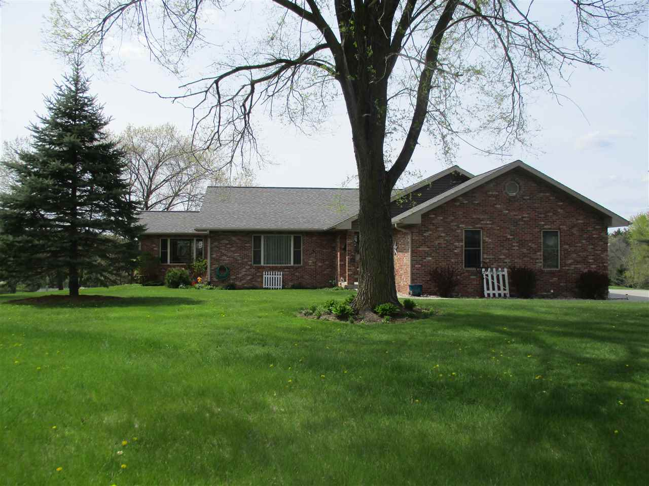 S3008 Aults Rd, Excelsior, WI 53959