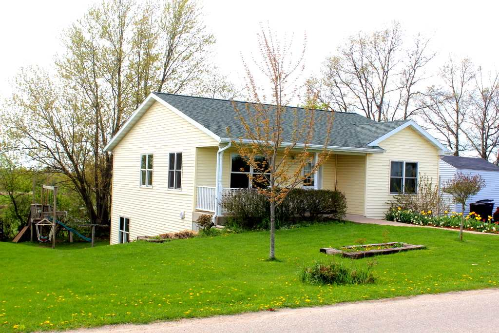 415 Coon Prairie Ave, Westby, WI 54667