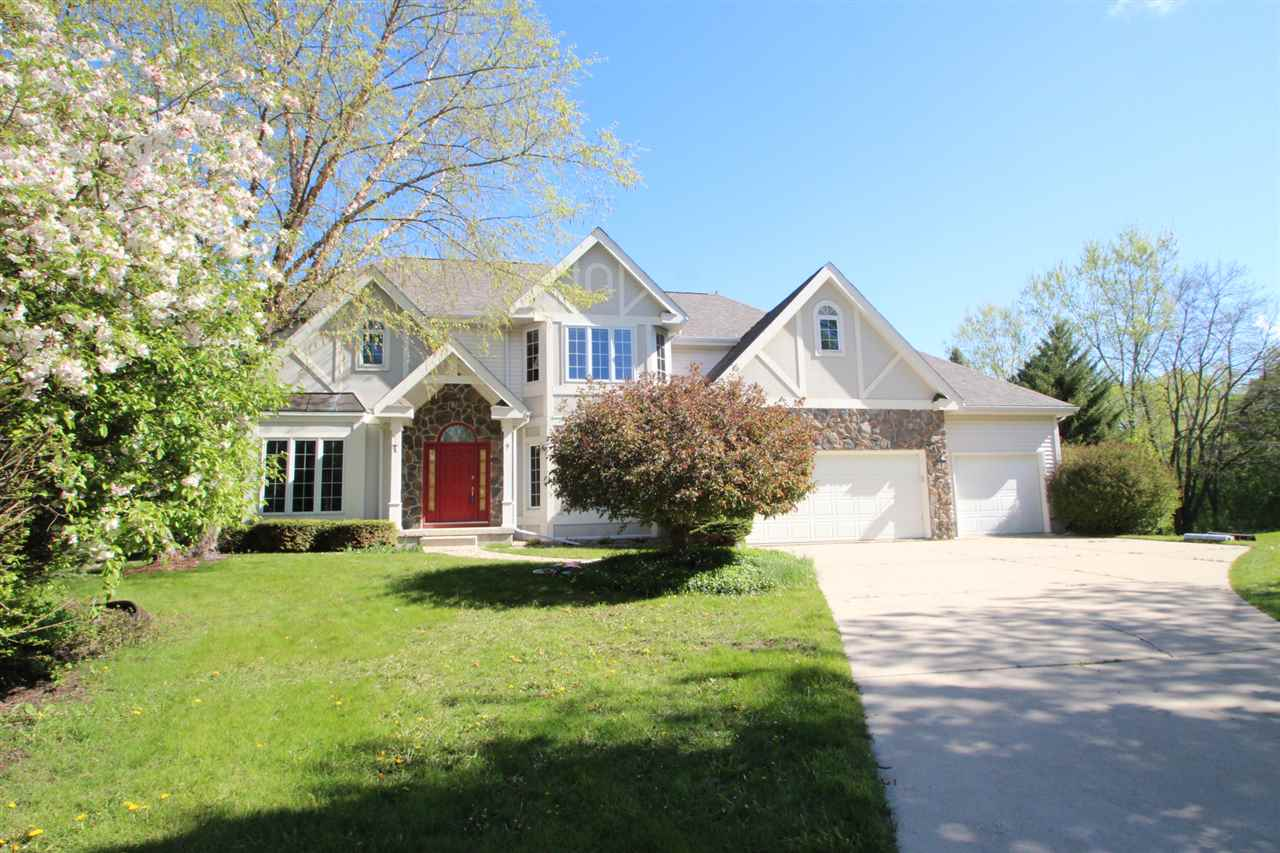 9 Deer Hollow Ct, Madison, WI 53717