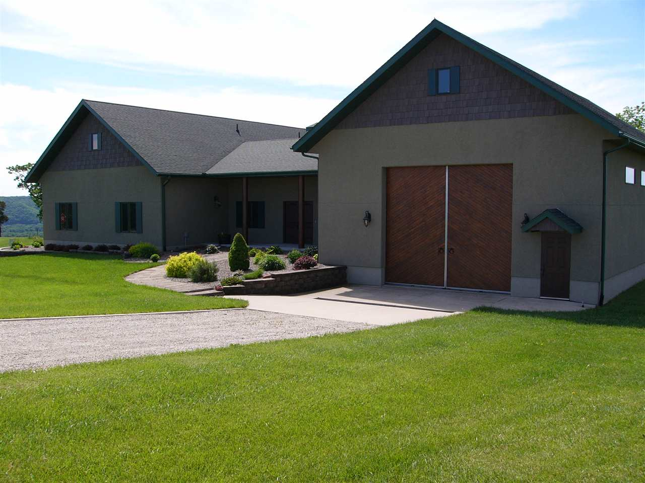 2218 HARPERS HIGHLAND LN, Harpers Ferry, IA 52146