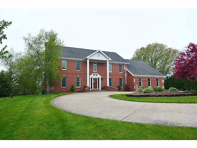 N9043 OLD MADISON RD, New Glarus, WI 53574