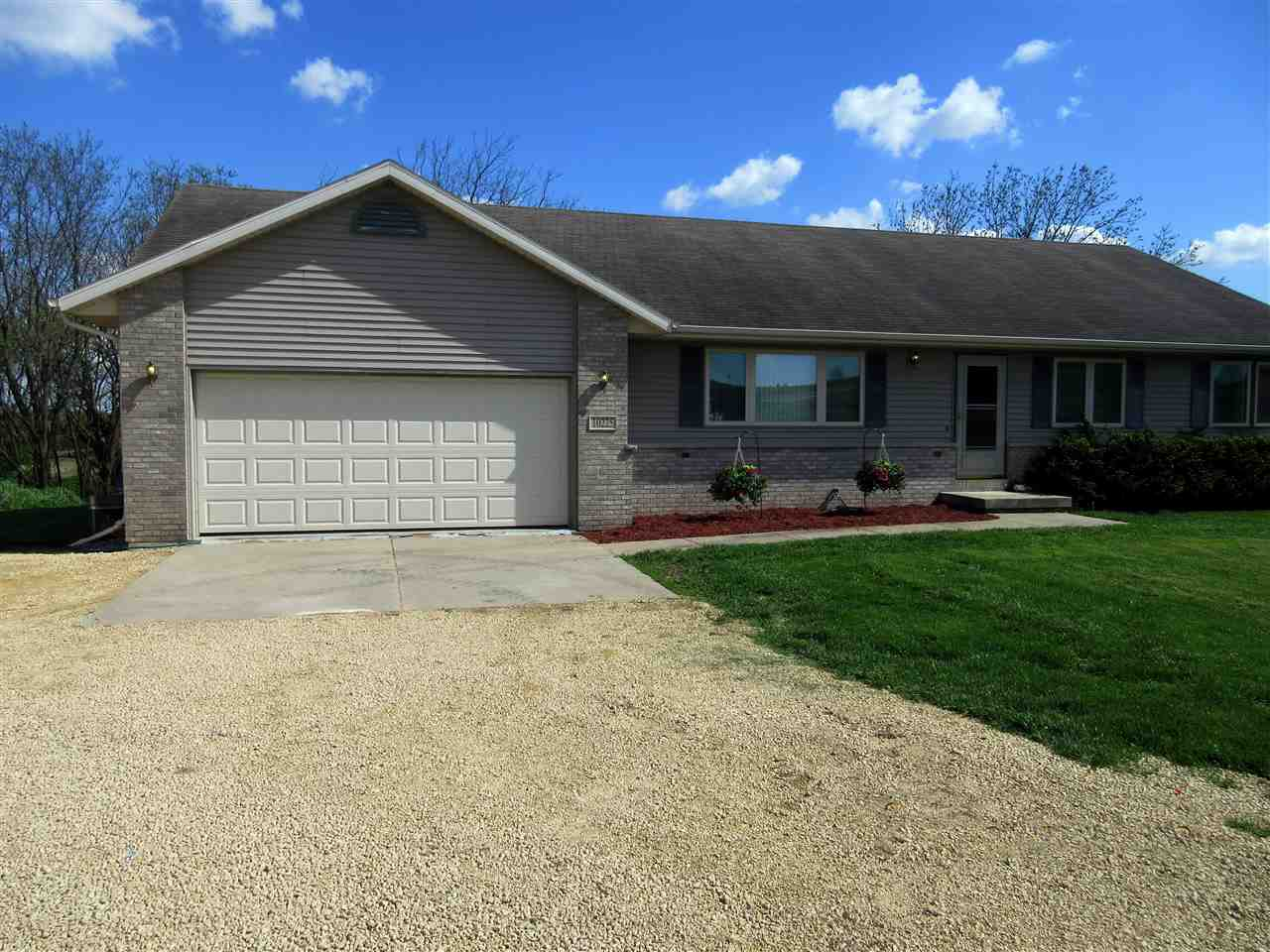10225 Spring Valley Dr, Perry, WI 53577