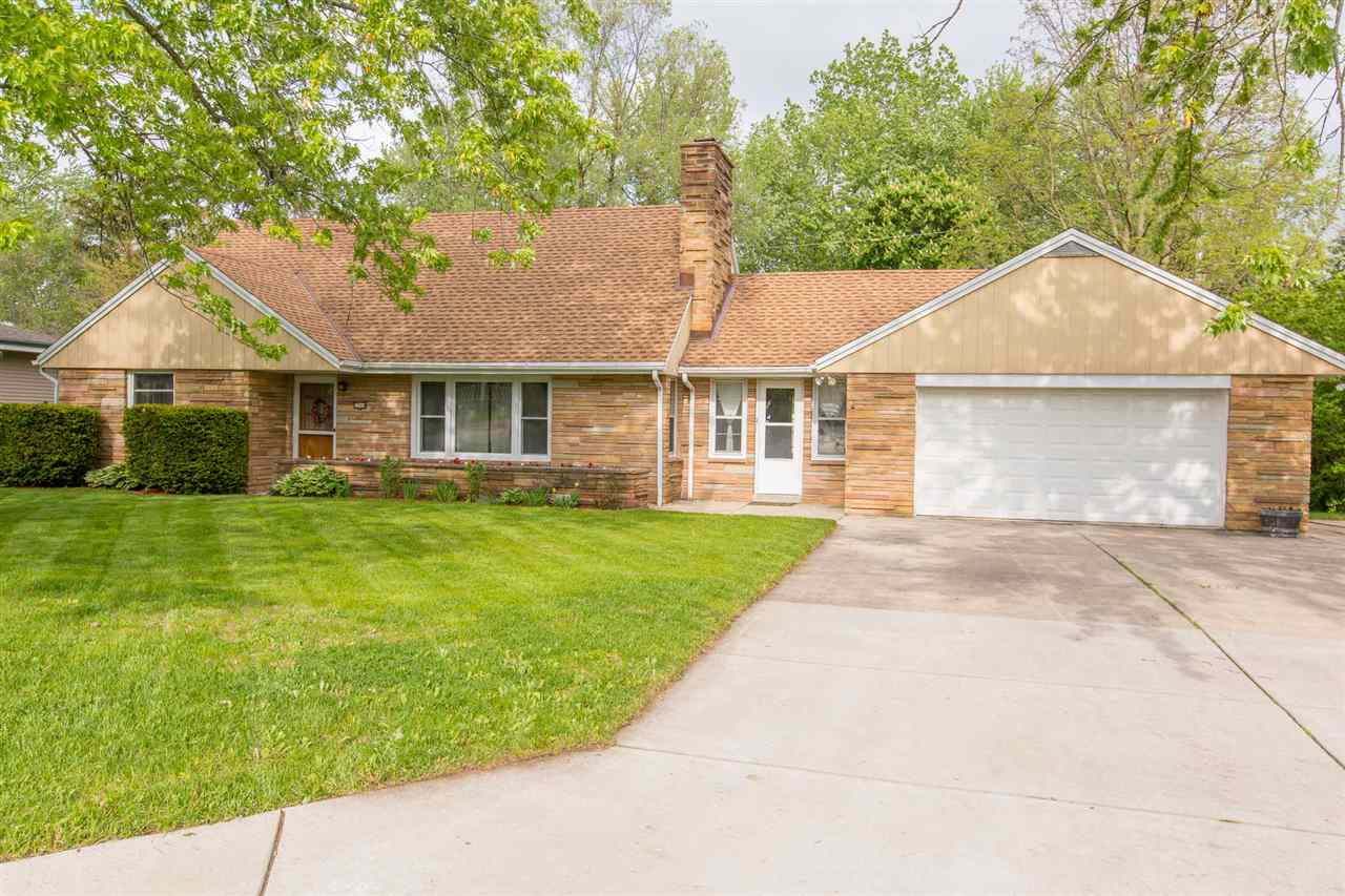 5544 S 42nd St, Greenfield, WI 53221