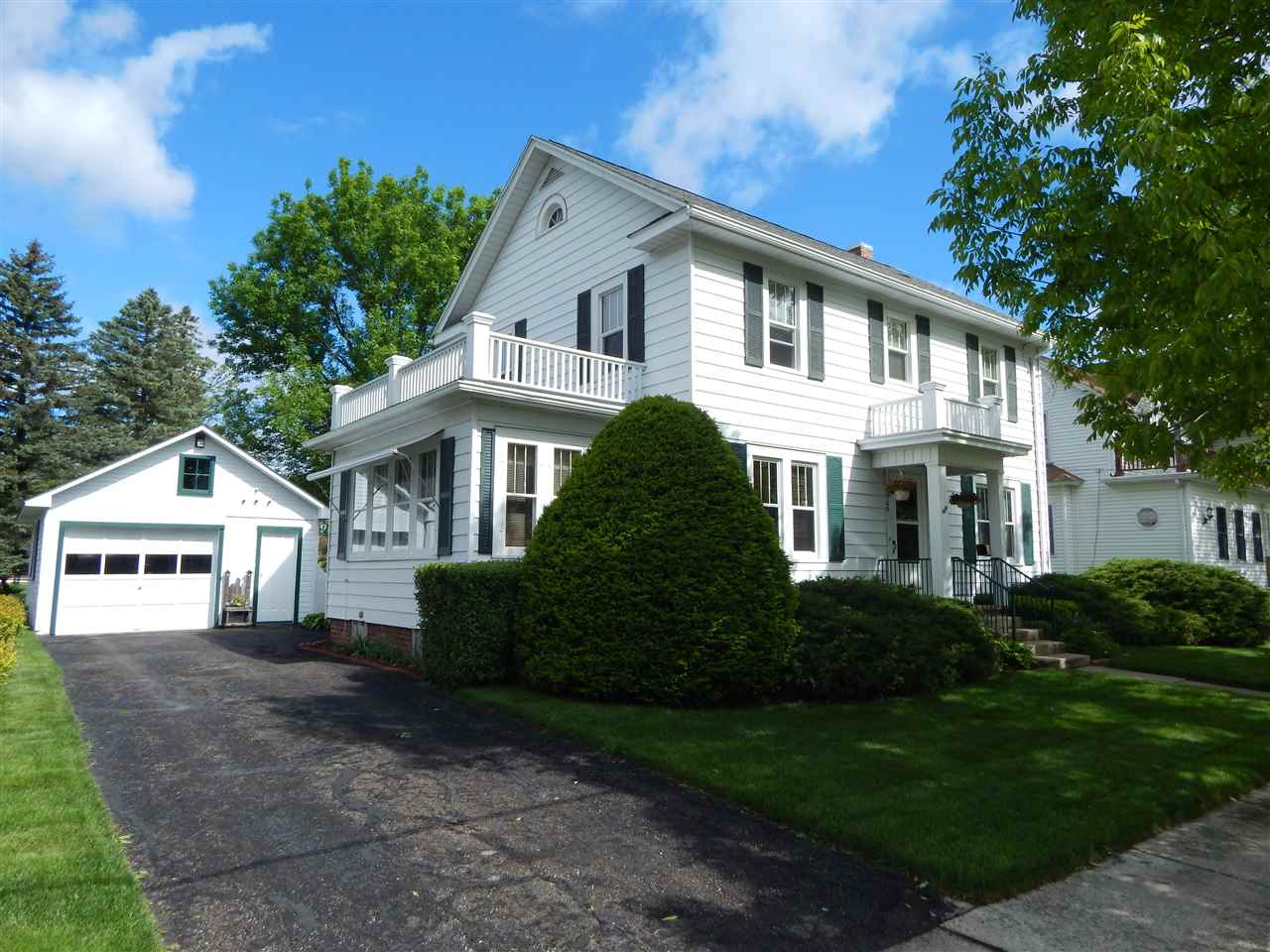 302 Lincoln Ave, Reeseville, WI 53579