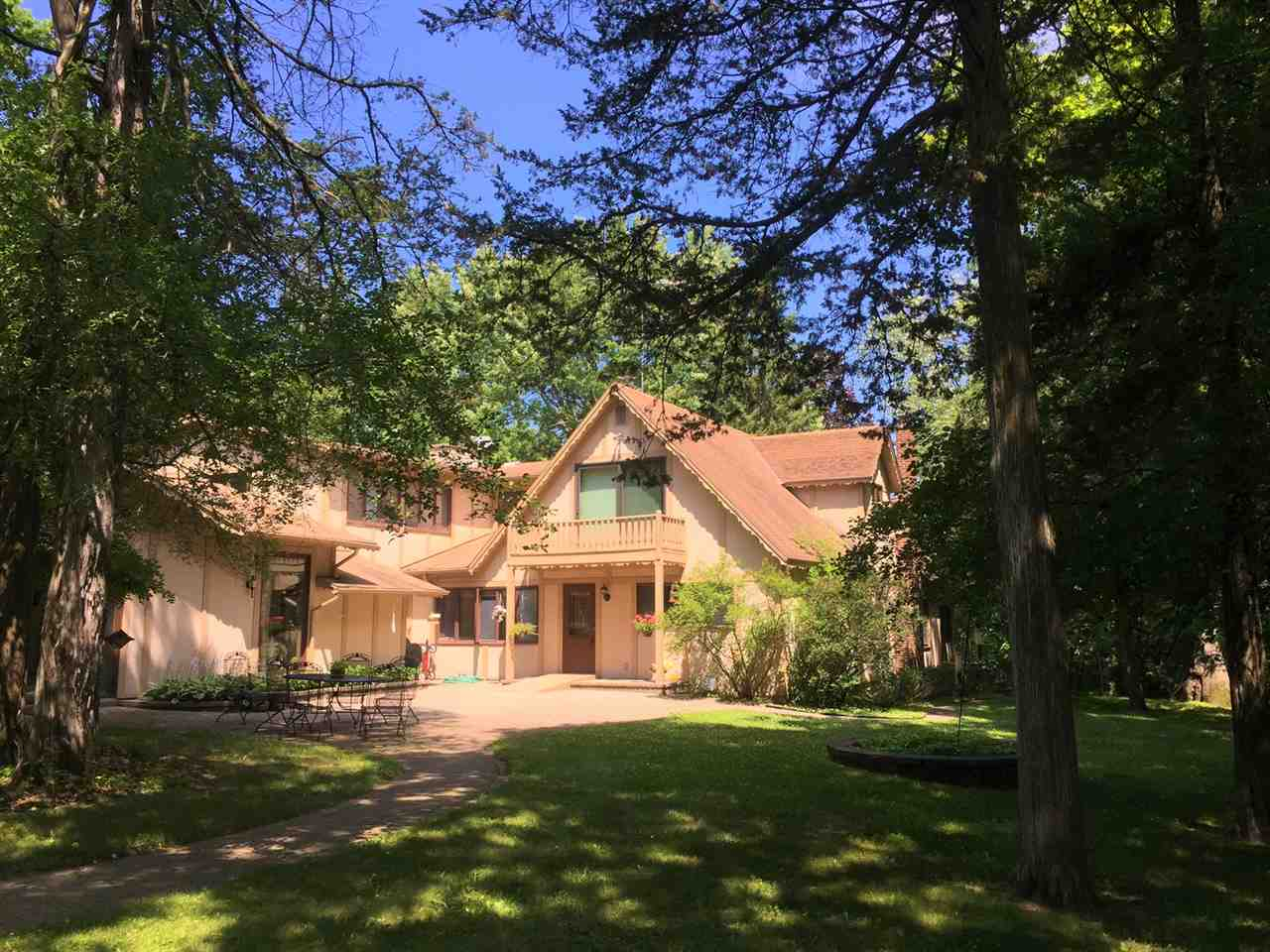 W1430 Spring Grove Rd, Green Lake, WI 54971