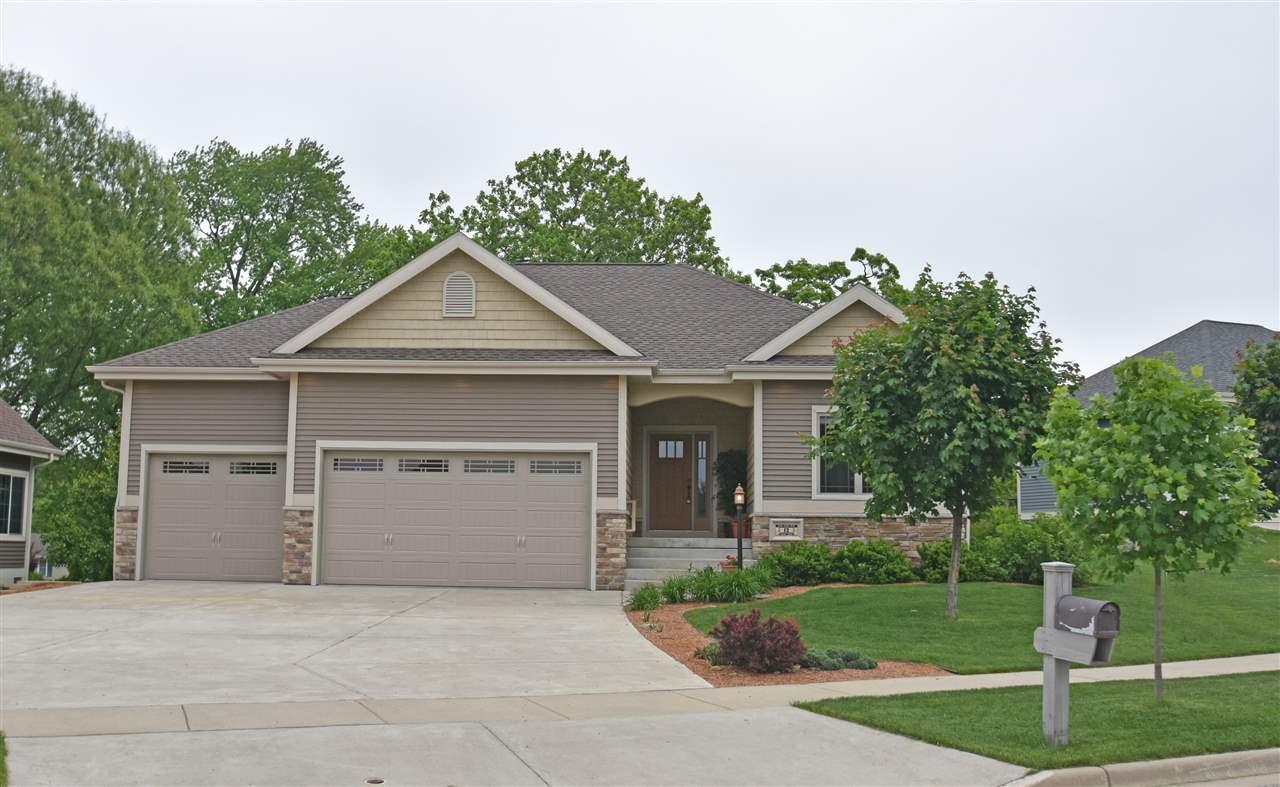 12 Oak Ridge Tr, Deerfield, WI 53531