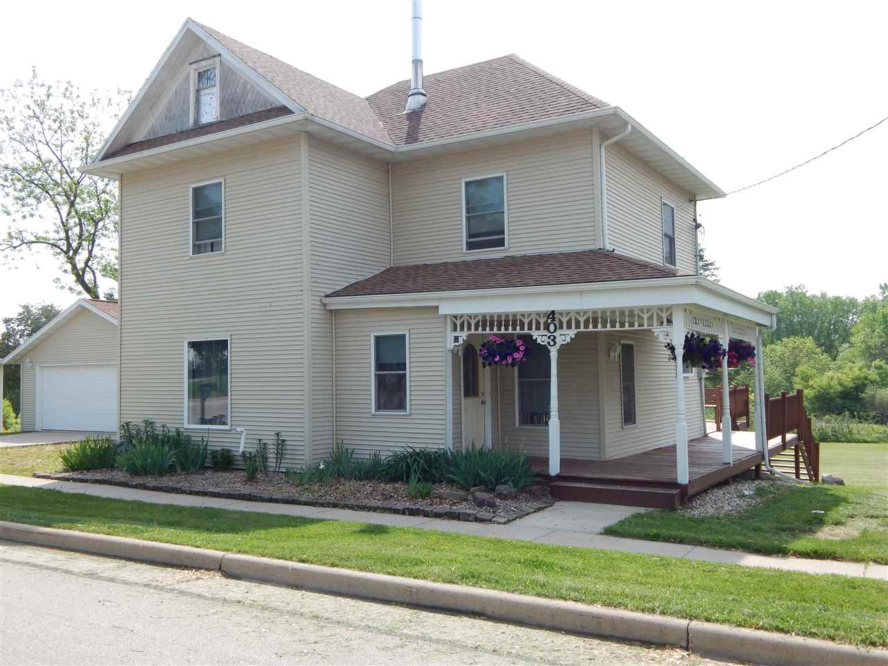 403 S Main St, Fall River, WI 53932
