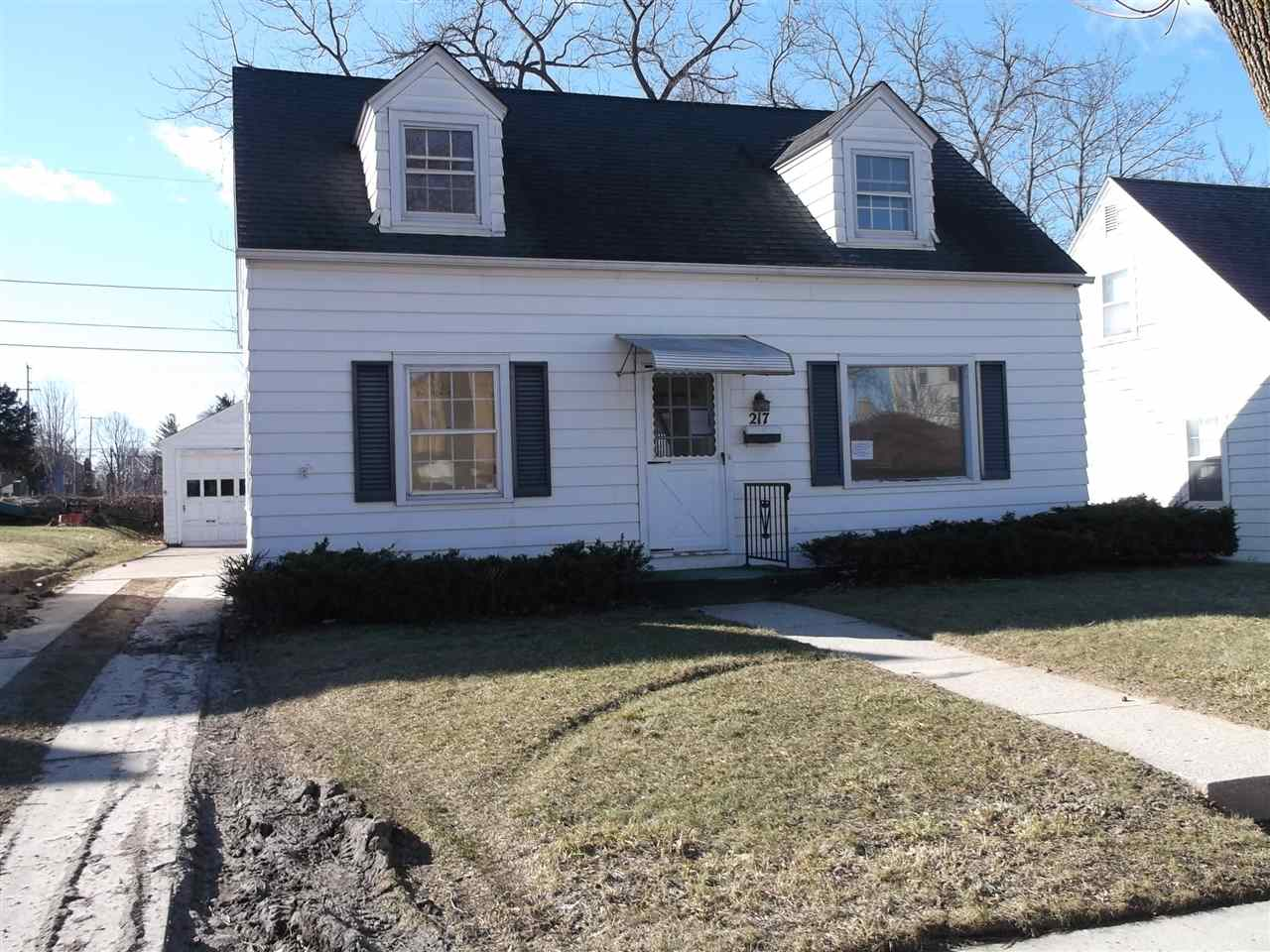 217 Sycamore St, West Bend, WI 53095