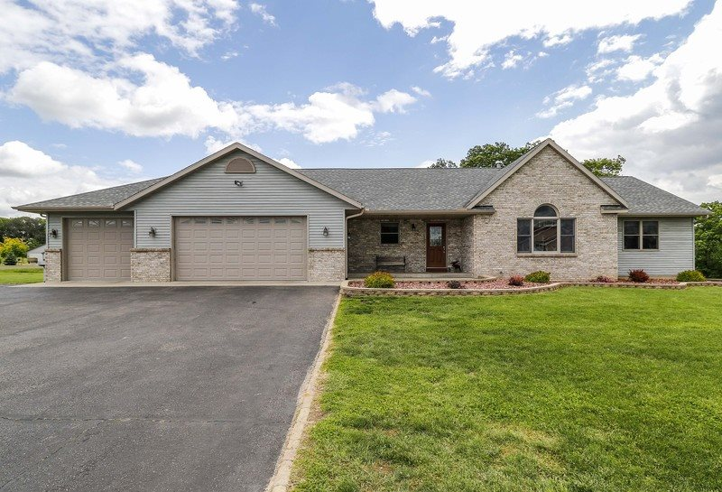 N6770 HUNTER DR, Pacific, WI 53954