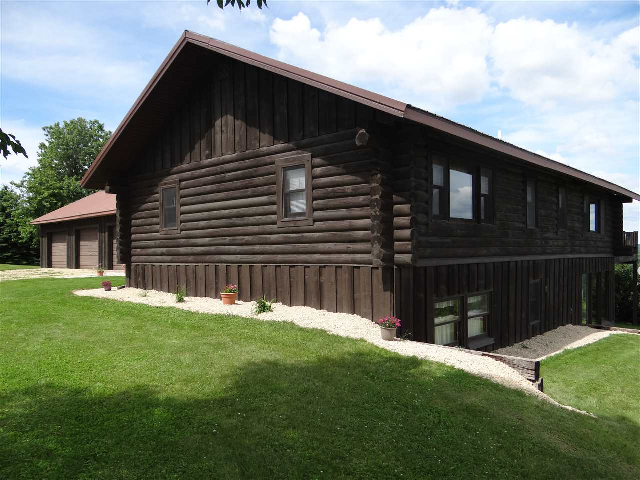 331 FAIRVIEW HEIGHTS LN, Harpers Ferry, IA 52146