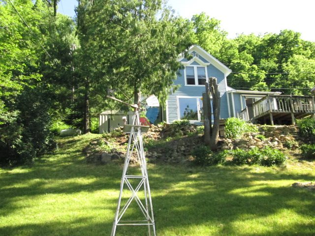 429 Bench St, Lynxville, WI 54640