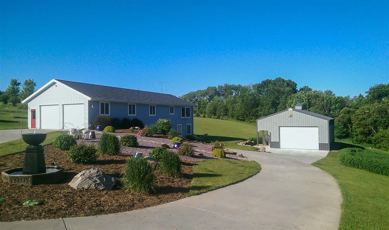 9211 Far View Rd, Berry, WI 53560