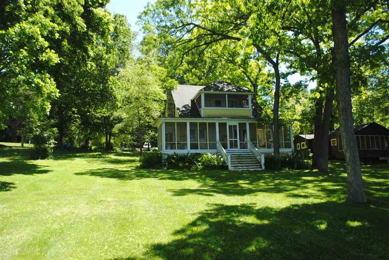 W1062 Spring Grove Rd, Green Lake, WI 54941