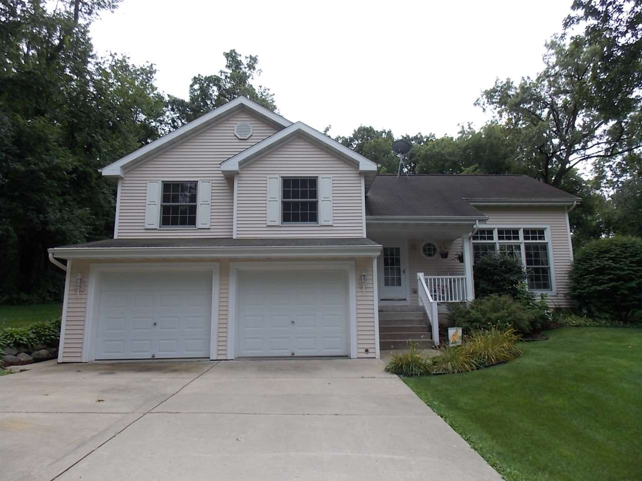9149 W Topp Rd, Center, WI 53536