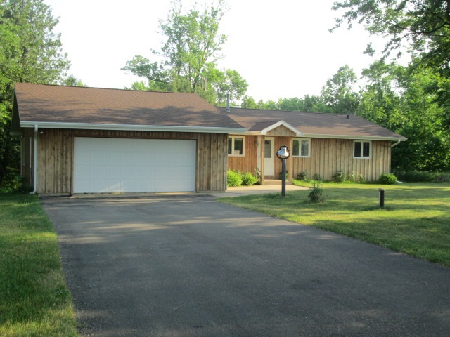 1414 Cottonville Dr, Strongs Prairie, WI 53934