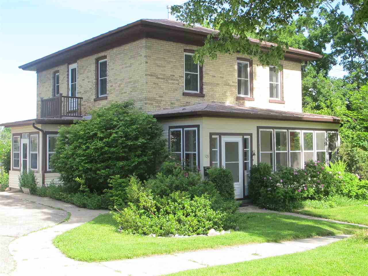 109 S Pleasant Ave, Jefferson, WI 53549