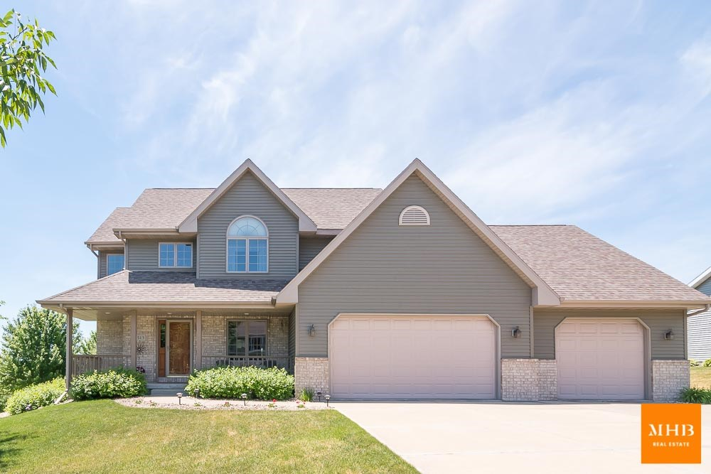 1513 Green Valley Rd, Mount Horeb, WI 53572