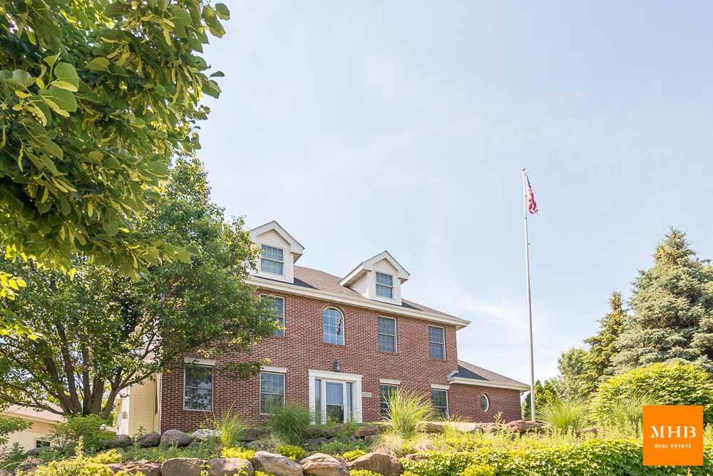 1 Coyote Ct, Madison, WI 53717