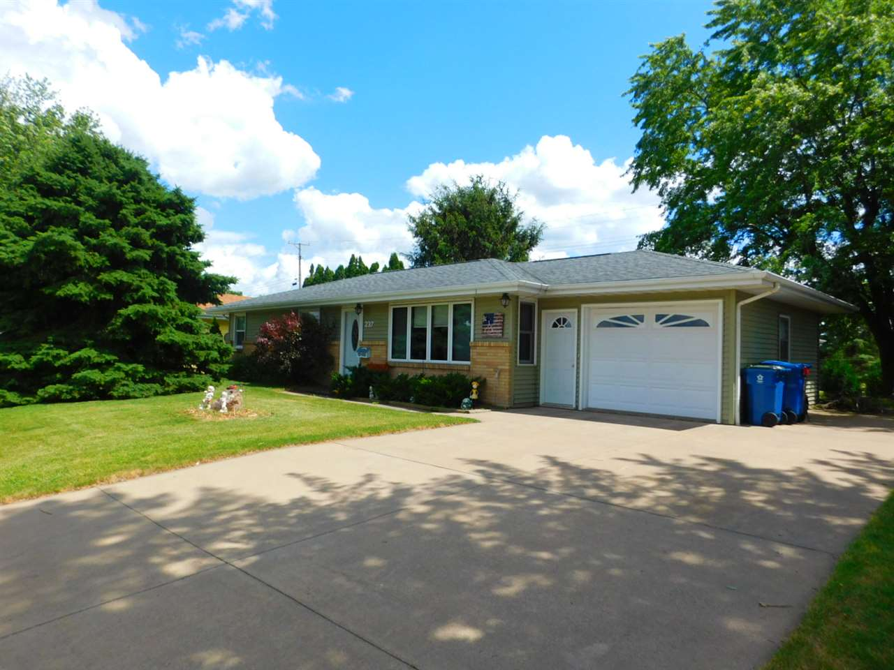 237 St Ann Ave, Dickeyville, WI 53808