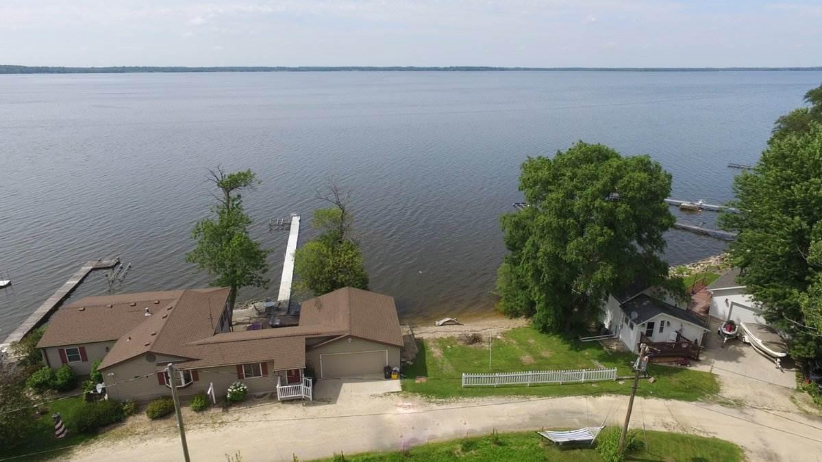11527 N Shore Dr, Milton, WI 53563