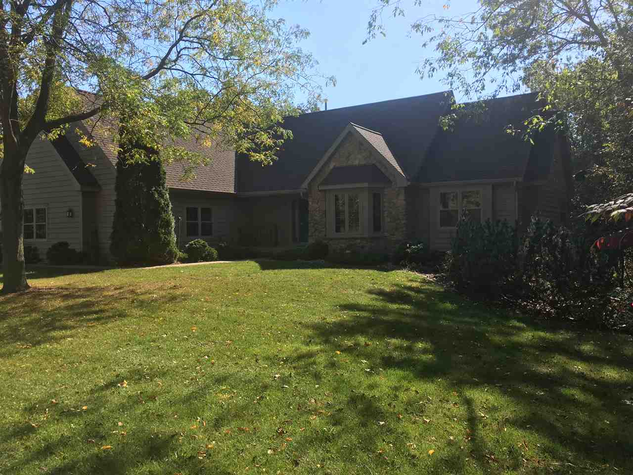 1677 RINDEN RD, Pleasant Springs, WI 53531