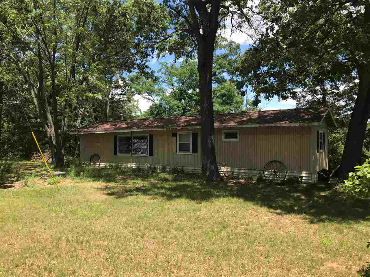 2528 3rd Ln, New Chester, WI 53936