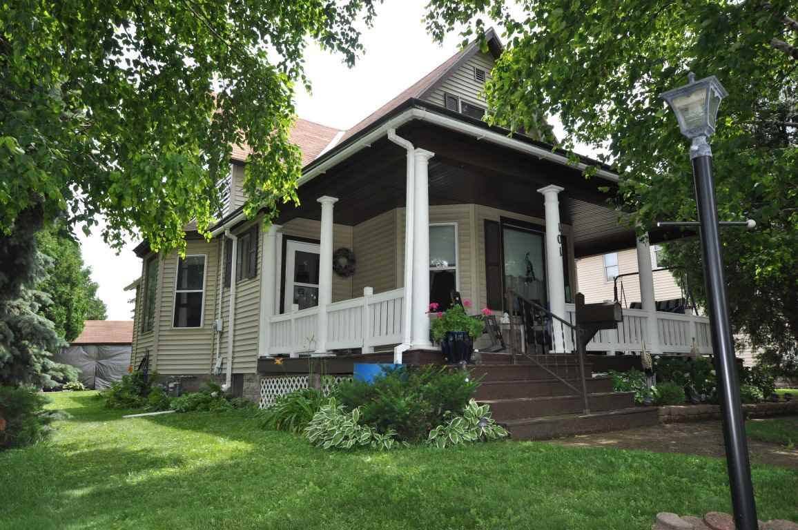 101 Valley St, Horicon, WI 53032