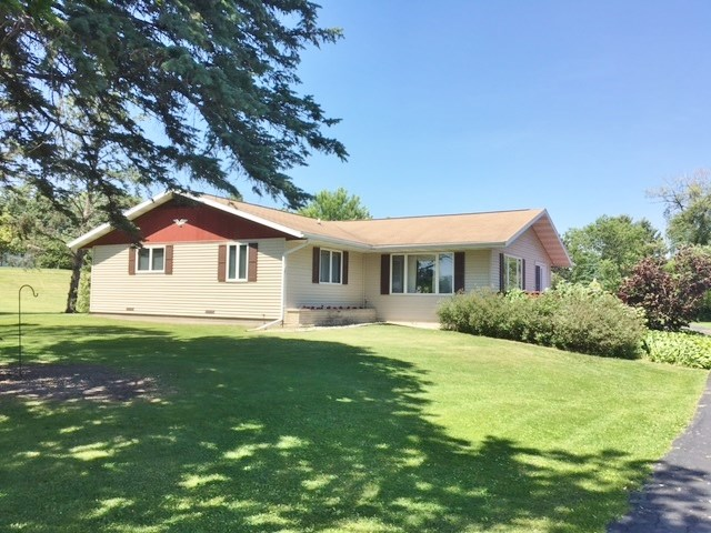 1015 Parkview Dr, Tomah, WI 54660