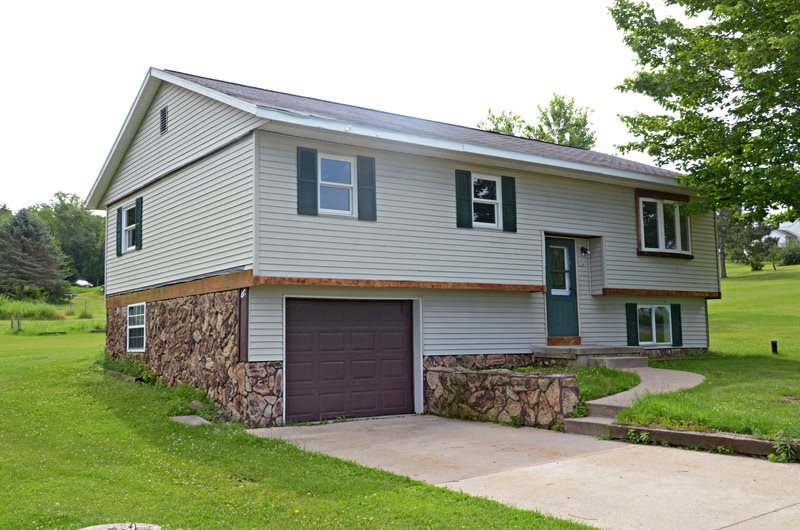 324 N SMITH ST, Endeavor, WI 53930