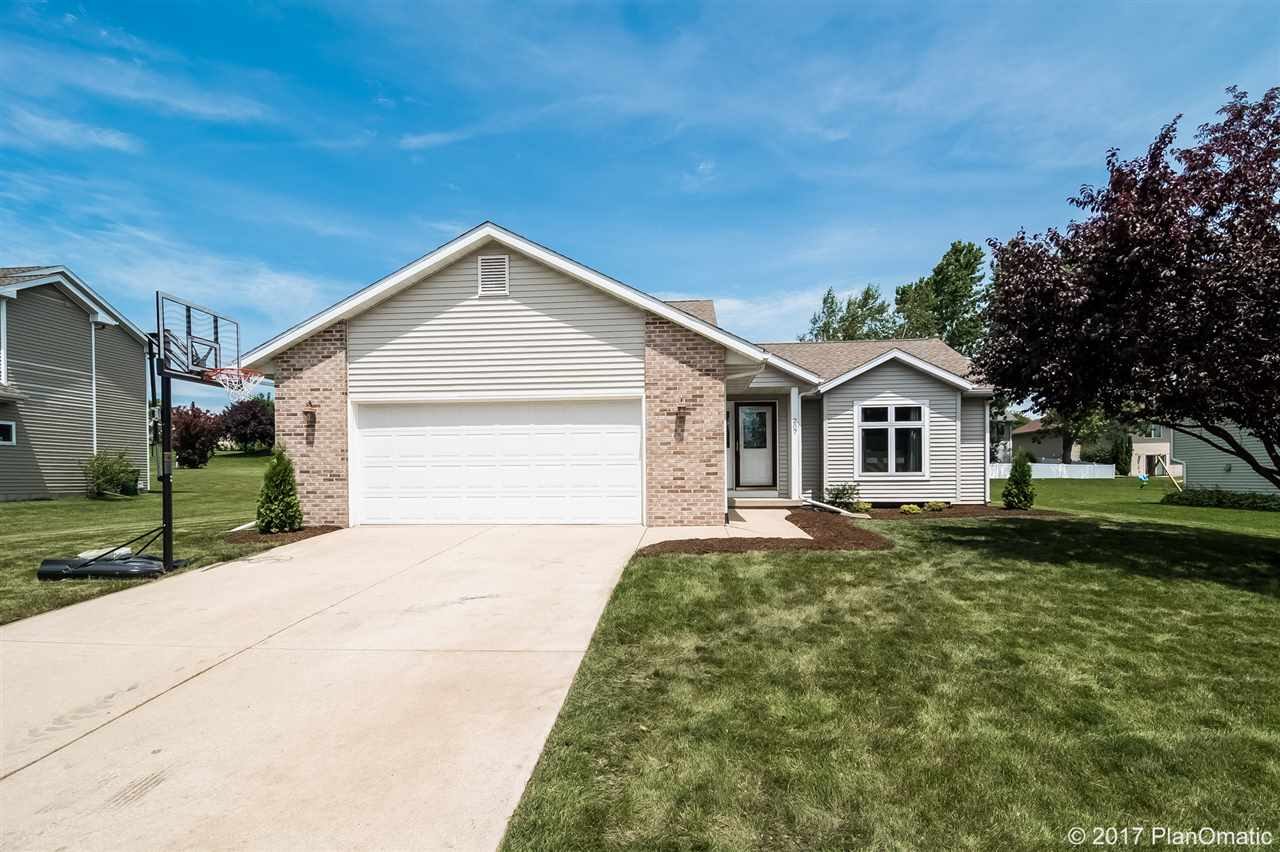 207 E NORTHLAWN DR, Cottage Grove, WI 53527