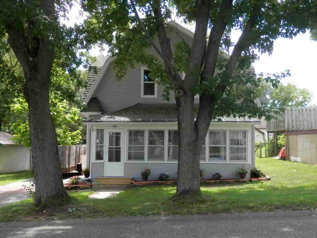 219 W PROSPECT AVE, Endeavor, WI 53930