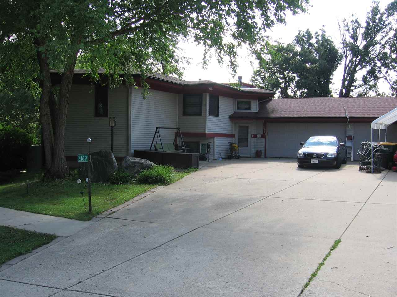 2169 SOUTHERN CT, Cottage Grove, WI 53527