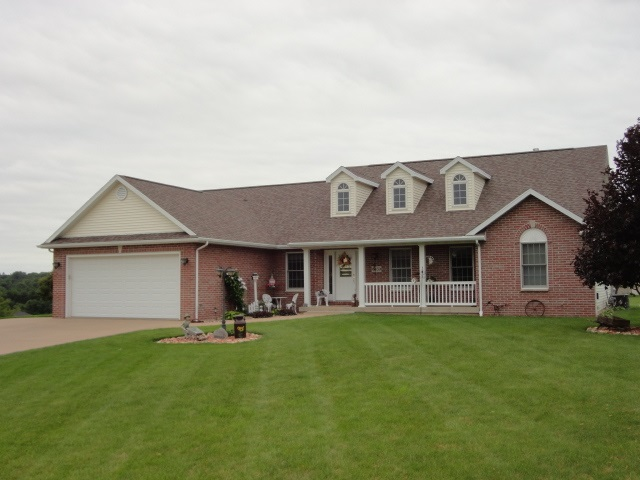 6859 Fawn Rd, Platteville, WI 53818