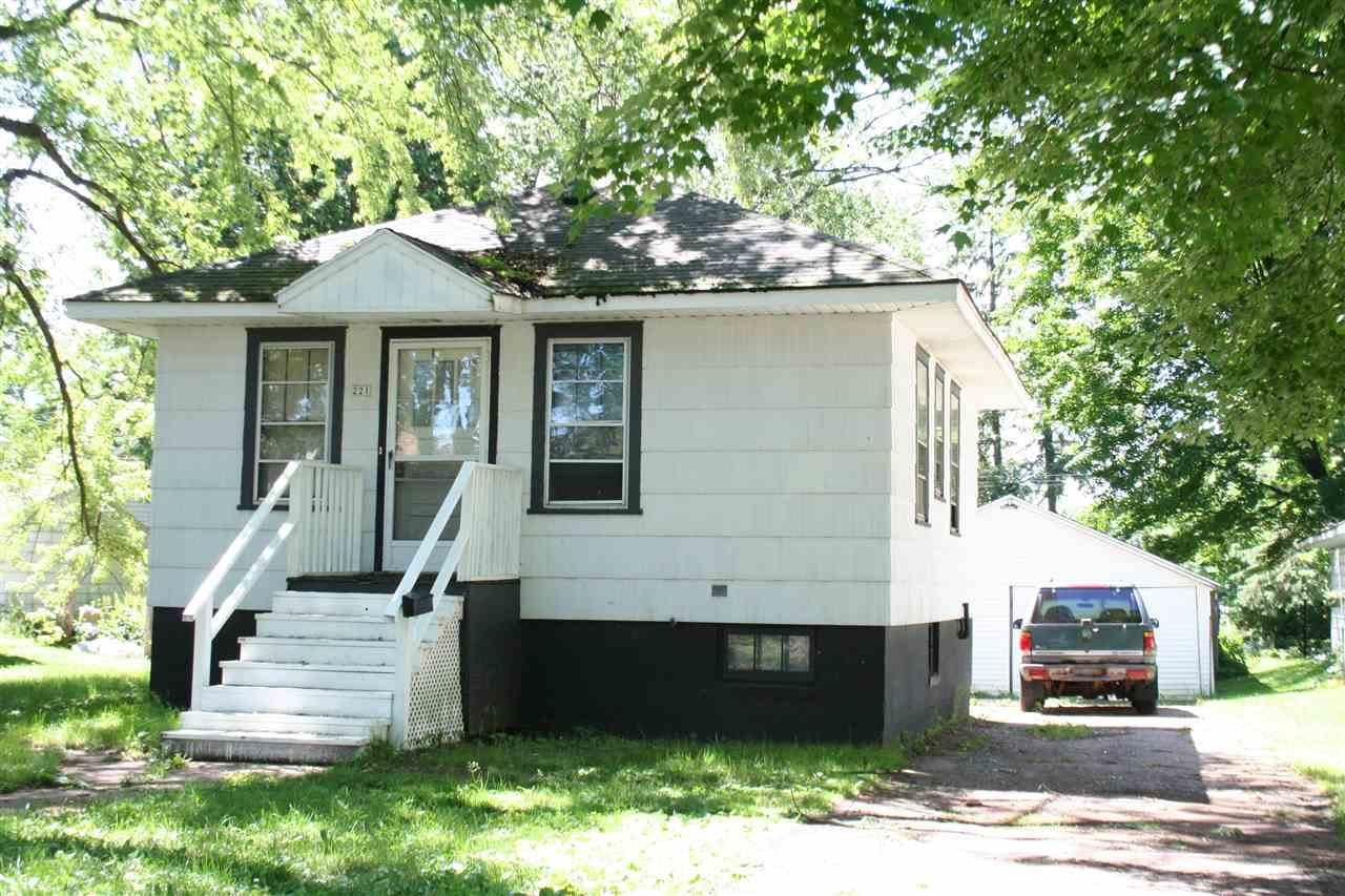 221 Island Ave, Port Edwards, WI 54469