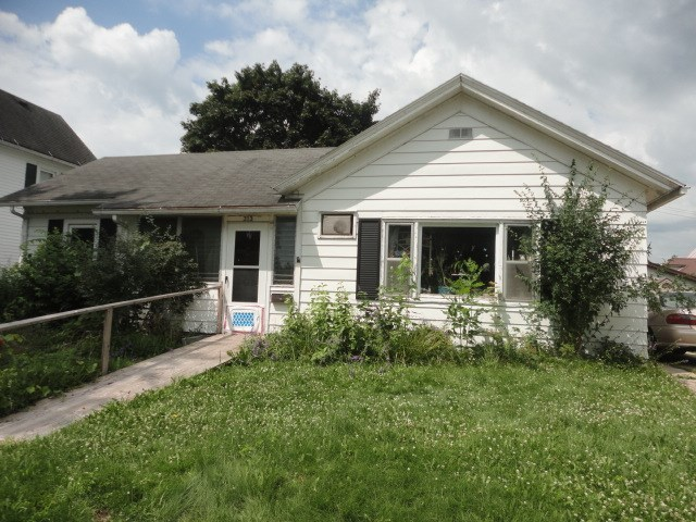 313 Roberts St, Cambria, WI 53923