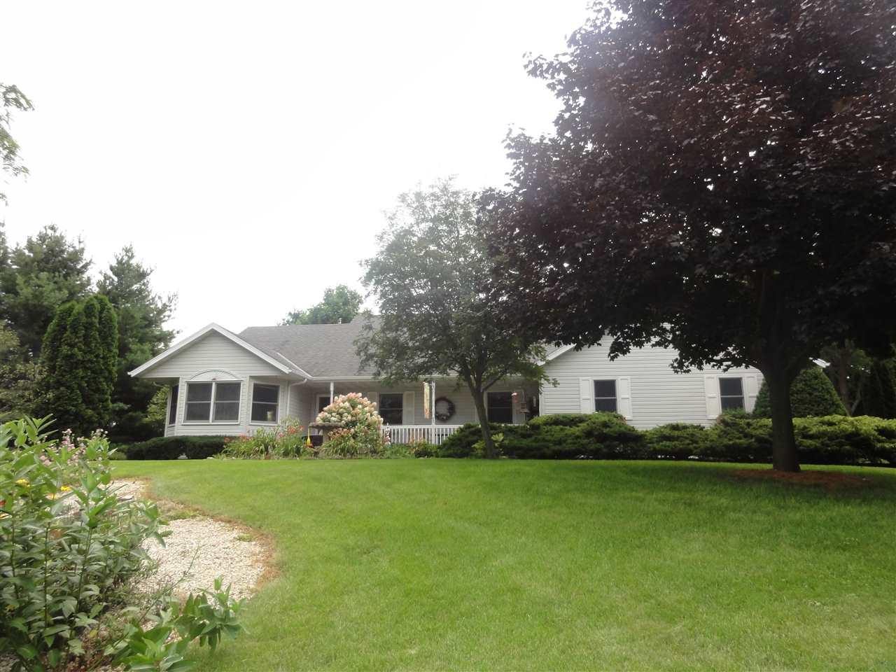 5609 W Partridge Hollow Dr, Janesville, WI 53548