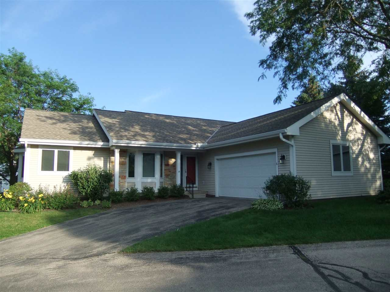 6 Stonefield Terr, Madison, WI 53717