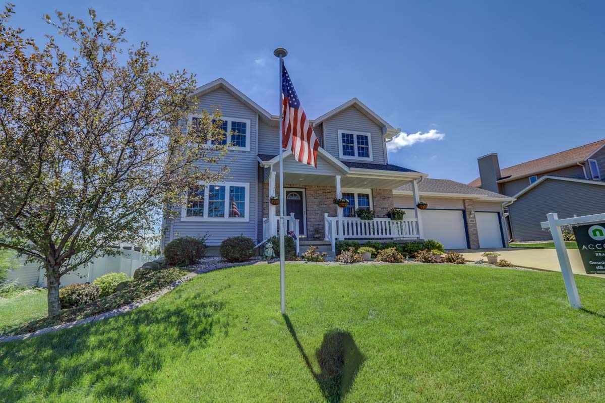 305 Molly Ln, Cottage Grove, WI 53527